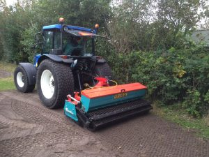Kopeg zaaimachine met New Holland T4050